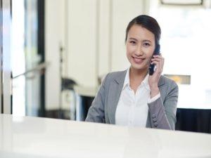 Hotes et hotesses d'accueil pour assurer la reussite de votre evenement professionnel